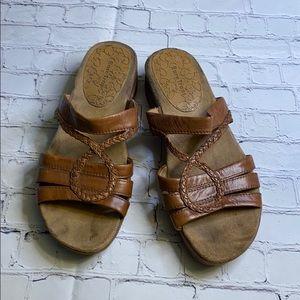 Ladies bare traps sandals size 8